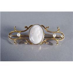 A 10 kt Yellow Gold, Seeded Pearl and Carved Shell Cameo Brooch.