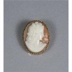A 10 kt Yellow Gold Shell Cameo Pendant Brooch.