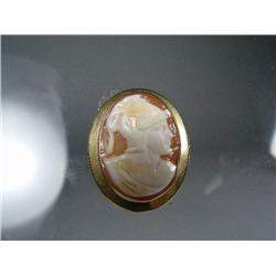 A 18 kt Yellow Gold Shell Cameo Pendant.