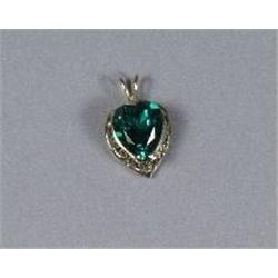 A 14 kt Yellow Gold and Green Beryl Pendant.