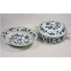 LOT OF 2 BLUE DANUBE CHINA SERVING PIECES - Covere