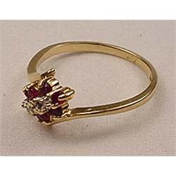 RUBY AND DIAMOND LADIES RING MARKED 14K