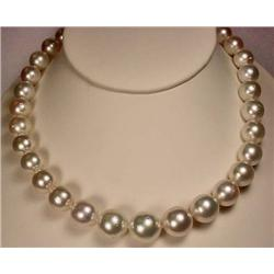 GRADUATED SINGLE STRAND SOUTH SEA CULTURED PEARL N