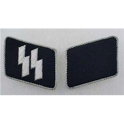 PAIR OF WW2 GERMAN NAZI SS OFFICER RUINS COLLAR TA