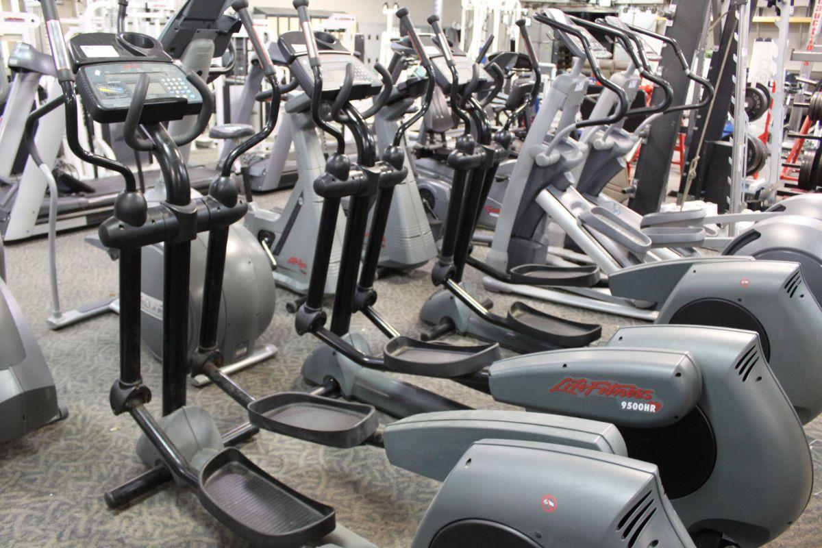 Life Fitness 9500Hr Elliptical Trainer Loading Zoom