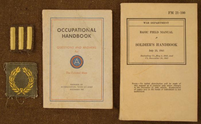wwii us 1941/42 field manual,, army handbook, patches