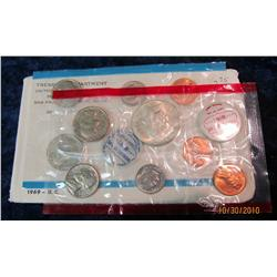100. 1969 U.S. Mint Set. Original as issued with Silver Half Dollar.