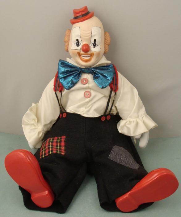 Musical Clown Doll Porcelain 16 Tall w/ Musicbox