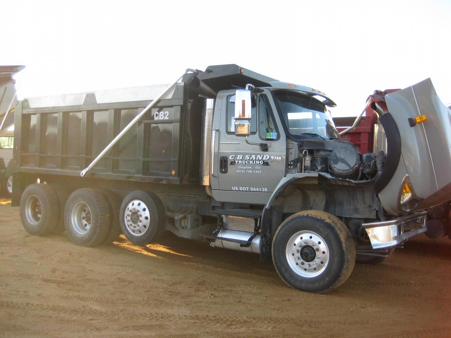 2005 INTERNATIONAL 7700 TRI-AXLE DUMP
