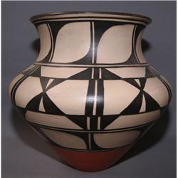 SANTO DOMINGO POTTERY JAR