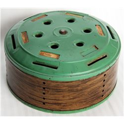 HOME BUDGET BANK. Cylindrical shape. 15cm in diameter, 7cm in height. Green metal, with wood grain a