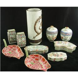 Group lot of Chinese porcelain items