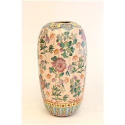 "19th c. porcelain vase depicting ""Flowers"""