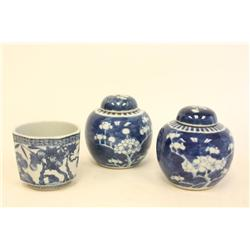 Pair blue & white covered ginger jars & 1 cup