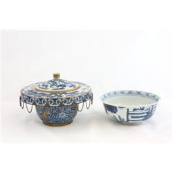 Group of 2 blue & white porcelains