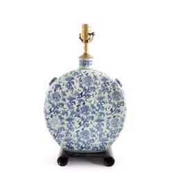 Chinese blue & white porcelain lamp
